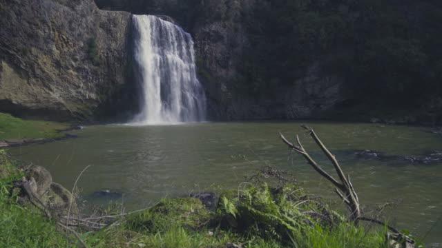 Hunua Falls op Hunua bereiken natuur reserveren in Nieuw-Zeeland.