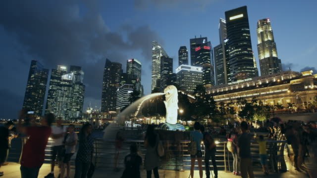WS TL Hyperlapse of Singapore cityscape with the Merlion statue