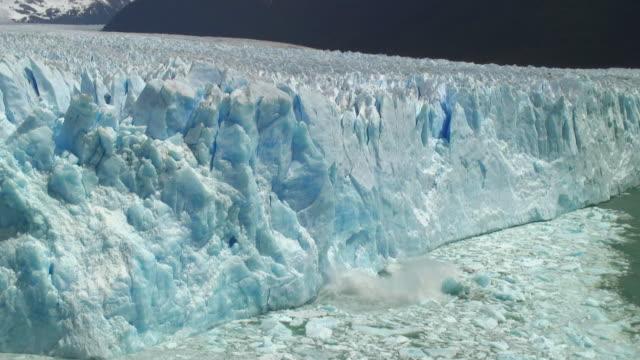 WS Iceberg falling on water / Perito Moreno Glacier, Argentina
