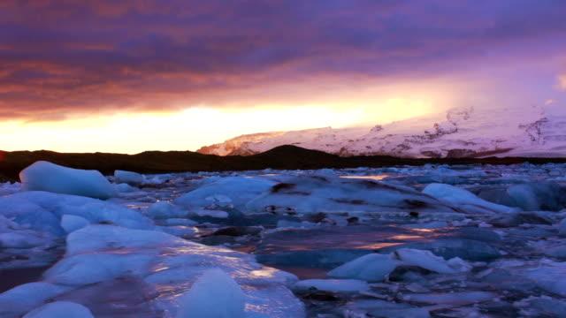 Icebergs in Jokulsarlon Lagoon timelapse