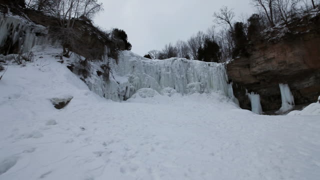 WS Icycles and ice formations in websters falls / Dundas, Ontario, Canada