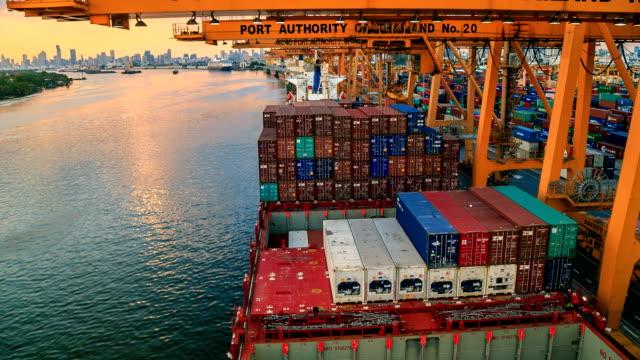 Import waren bei Sonnenuntergang