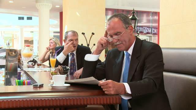 HD DOLLY: In A Café