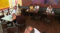 HD-KRAN: In einem Café