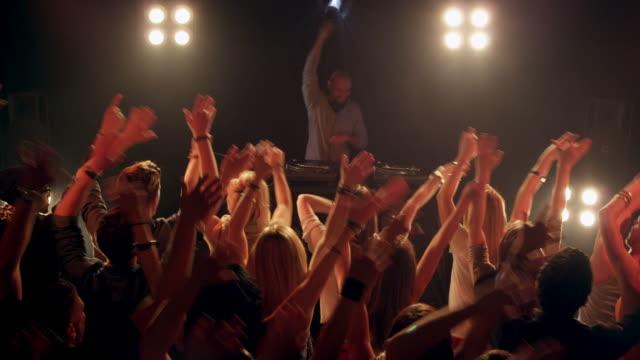 DJ di discoteca