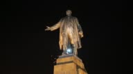WS LS In Kharkiv – Ukraine's secondlargest city antiRussian protesters pulled down and destroyed a 28 feet tall statue of Lenin A crowd that had...