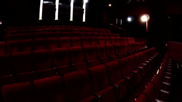 Im leeren Kino hall