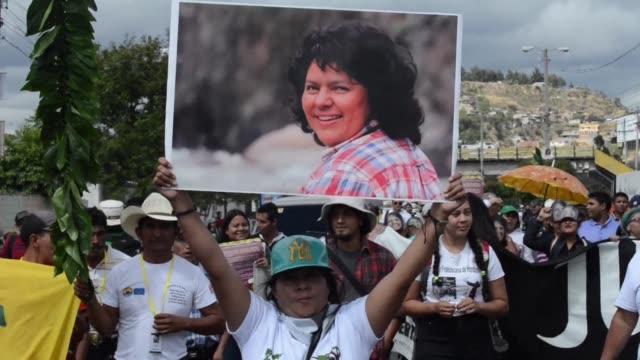 Indigenas hondurenos reclamaron ante la Corte Suprema de Justicia la impugnacion de la licencia ambiental otorgada a una hidroelectrica sospechosa de...