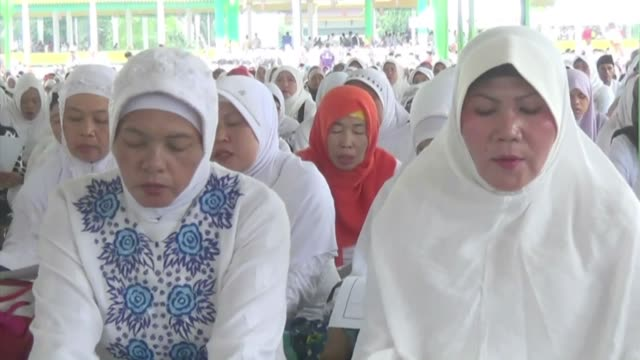 Indonesian muslims pray for victims of AirAsia QZ8501 plane crash in Jakarta Indonesia on 2 January 2014