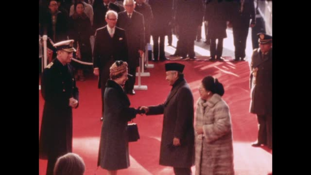 Indonesian President arrives on State Visit ENGLAND London GV Queen Elizabeth and Duke of Edinburgh greet President Suharto and his wife as they...