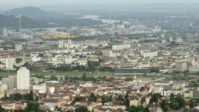 WS PAN HA industrial area with steel and petrochemical plants, the city center with Nibelungenbruecke spanning Danube River to Linz Castle (Schloss) and Neuer Dom (New Cathedral); view from Poestlingberg