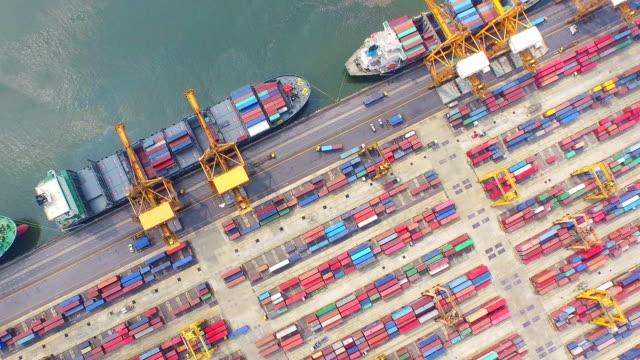 Porta Industrial com o navio de contentores, vista aérea