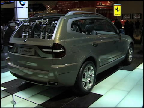 CU info sign PAN RIGHT to rear of BMW xActivity SUV / WS front threequarter driver side view / WS HA front end of xActivity on pulsating floor / MS...