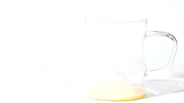 Infusing orange powder into juice