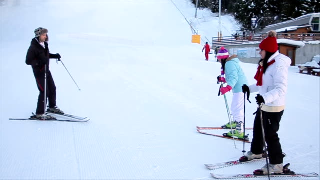 Initial training for inexperienced skiers