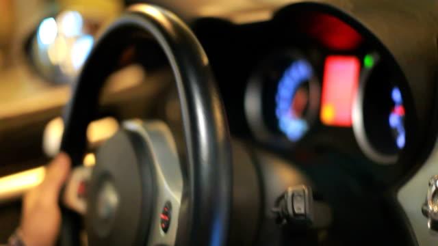 Lederfutter für ein Auto, welches beschleunigt