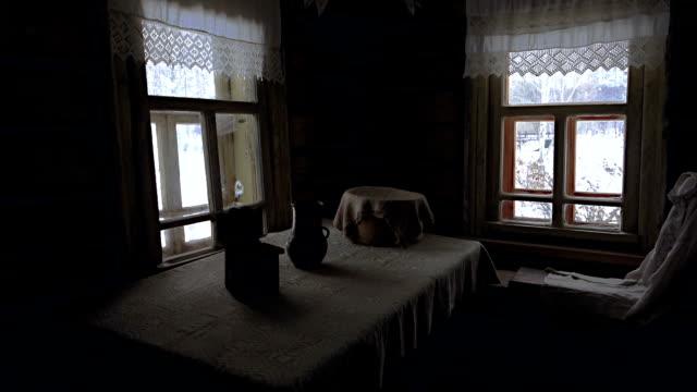 Innenraum der alten Holz-Haus in Russland