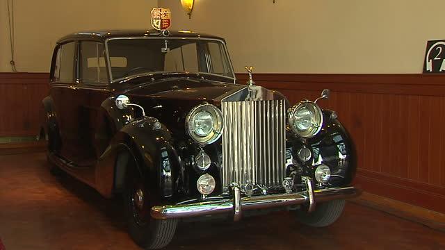 Interior shots of royal car rolls royce model in garage w for Garage royal auto