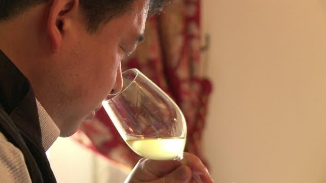International wine buyers get a taste of 2012 top Bordeaux wines as owners offer a first taste of the vintage CLEAN Industry insiders get first taste...