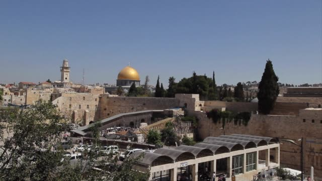 Israeli Prime Minister Benjamin Netanyahu has ordered the dismantling of a ramp giving non Muslims access to the Temple Mount an issue that raised...