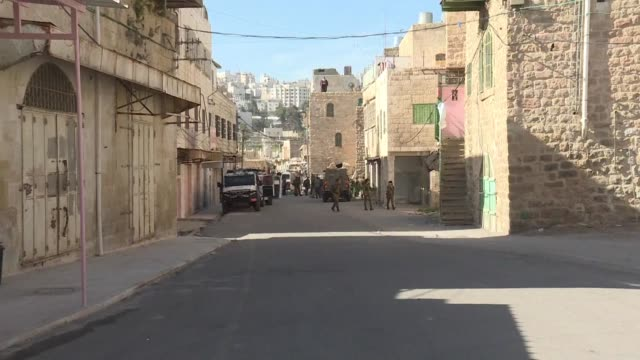 Israeli security forces evicted dozens of Jewish settlers from two homes in the heart of the West Bank city of Hebron on Friday a day after they had...
