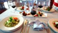 Italienische Vorspeisen und Wein