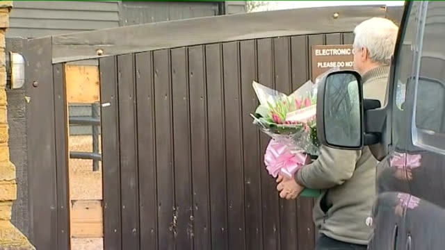 fiance Jack Tweed arrival ENGLAND Essex EXT Flowers delivered to house of Jade Goody Woman arrives and enters Jack Tweed arrives in taxi and kicks...