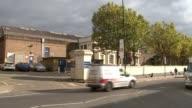 Jamal Mahmoud murder inside Pentonville Prison R191016013 / London EXT Traffic passing Pentonville Prison