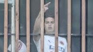 James Rodriguez fue fotografiado haciendo un gesto obsceno a los periodistas que cubrian un entrenamiento de la seleccion colombiana en Bogota una...