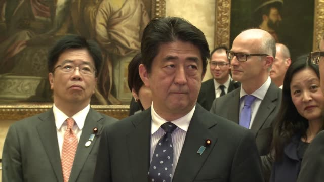 Japanese Prime Minister Shinzo Abe took some time off his busy diplomatic schedule to chek out the Mona Lisa and the Venus de Milo among others at...