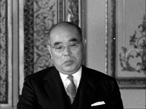 Japanese sign trade agreement with Britain ENGLAND London Lancaster House Hayato Ikeda and Harold MacMillan MP seated at table Ikeda PAN MacMillan...
