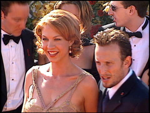 Jenna Elfman at the 2000 Emmy Awards at the Shrine Auditorium in Los Angeles California on September 10 2000