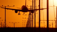 Jet Landung bei Sonnenuntergang