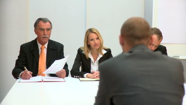 DOLLY HD: Job Bewerbungsgespräch