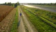Veduta aerea Jogging lungo l'autostrada