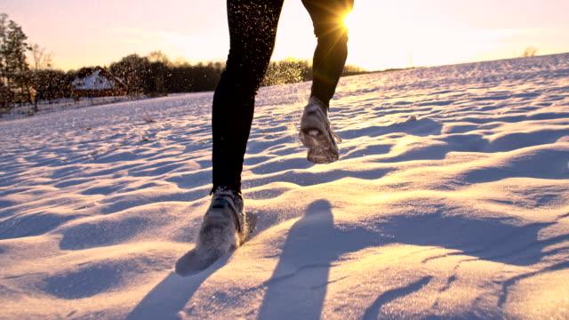 SLO MO Jogging nella neve
