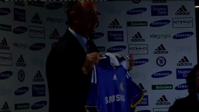 Cobham PHOTOGRAPHY *** Luiz Felipe Scolari holding up Chelsea FC shirt as posing for photocall ENDS