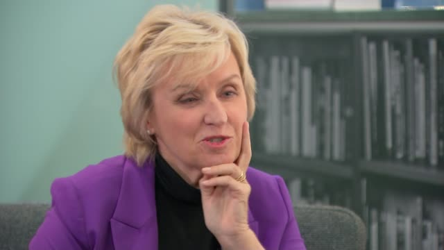 Journalist Tina Brown releases 'The Vanity Fair Diaries' book ENGLAND London INT Tina Brown set up shot with reporter / interview SOT