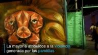 Jovenes de Santa Fe un barrio de la capital salvadorena estan sustituyendo la intimidatoria simbologia de las pandillas con coloridos grafitis y...
