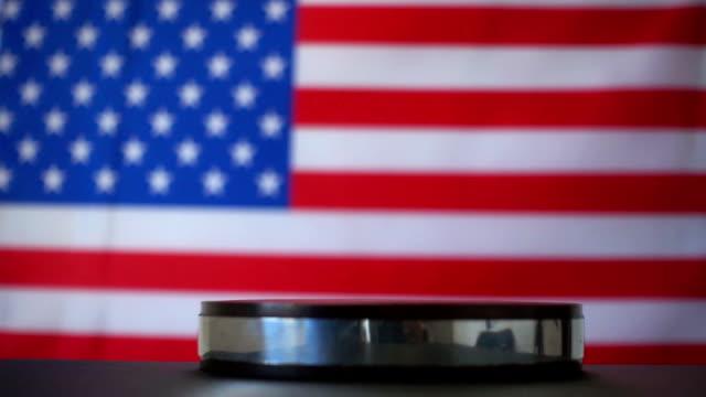 Aufrufende Reihenfolge mit Hammer in amerikanischen Gericht zu beurteilen