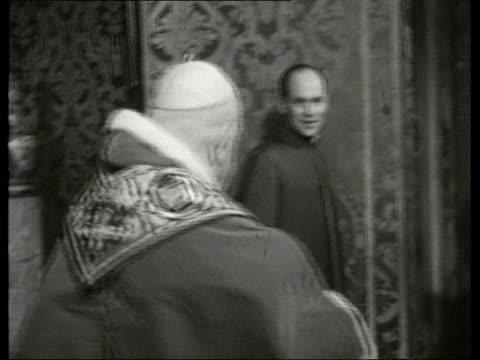 June In 1959 Pope John XXIII met President De Gaulle Rome INT Pope John XXIII along EXT French President Charles de Gaulle along past guard of honour...