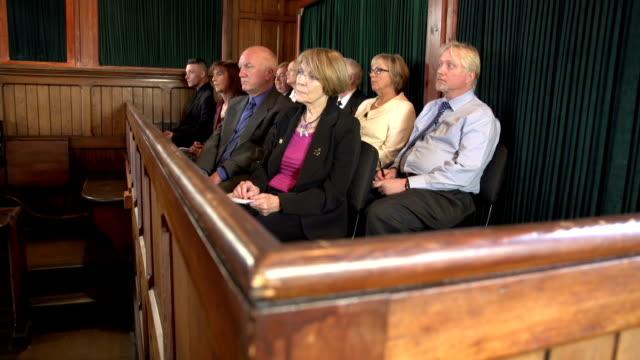 Jury Zuhören, um eine rechtliche Fall vor Gericht, Gerichtssaal