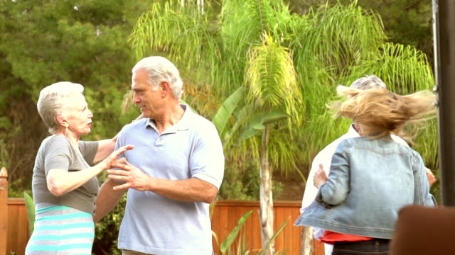 SLOW MOTION -Karaoke Mature Couples Garden