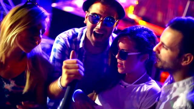 KaraokeParty.