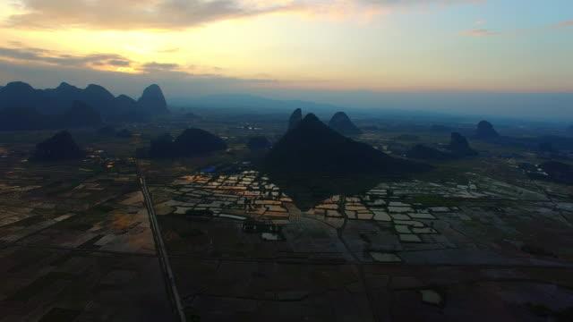 Resultado de imagem para montanhas cársicas, guilin, china