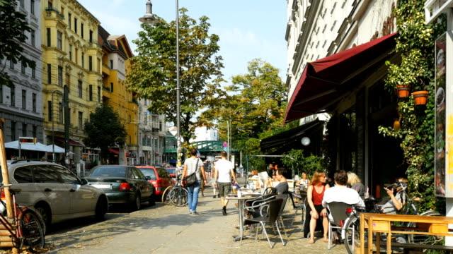 Kastanienallee Straße-Szene In Berlin (4 k UHD zu/HD)