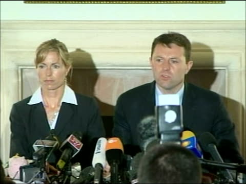 Kate and Gerry McCann press conference ITALY Rome INT Kate McCann and Gerry McCann into press conference / Gerry McCann press conference SOT **flash...