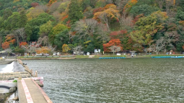 Katsura rivier in de herfst, Shee, Japan