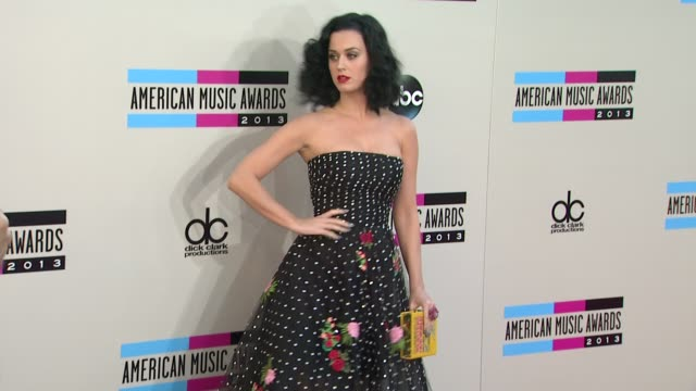 Katy Perry arrives at the 2013 American Music Awards Arrivals