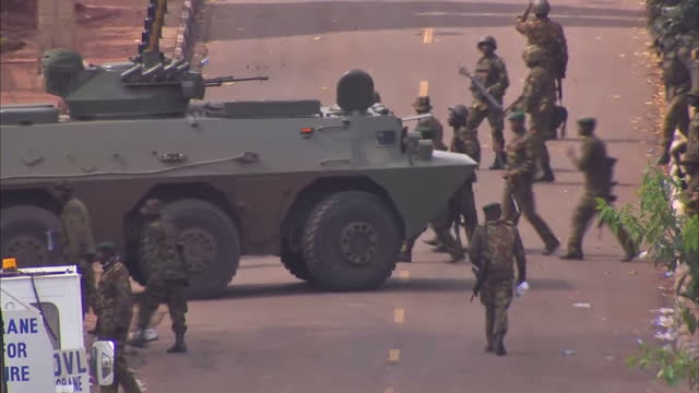 CLEAN Kenyan Police huddle behind cars outside Westgate Shopping Centre and running across road Kenyan Army APC arrives with more soldiers Siege of...